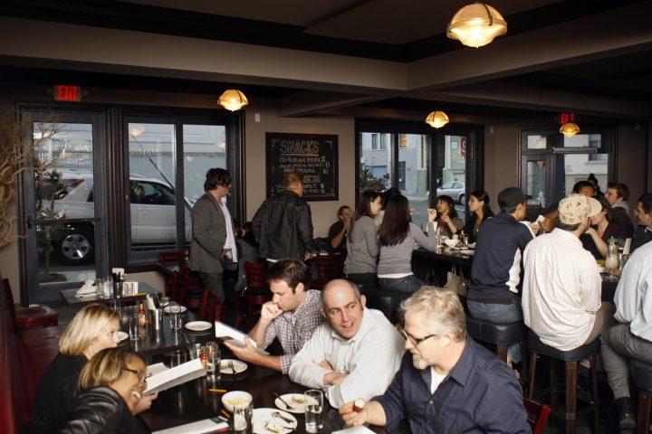 Hog and Rocks mengaburkan batas antara bar dan restoran