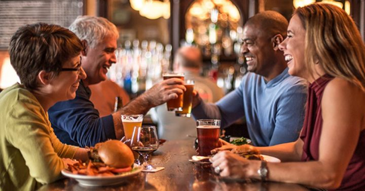 Menikmati Akhir Pekan Sambil Nongkrong di Hog & Rocks Bar dan Main Casino Online