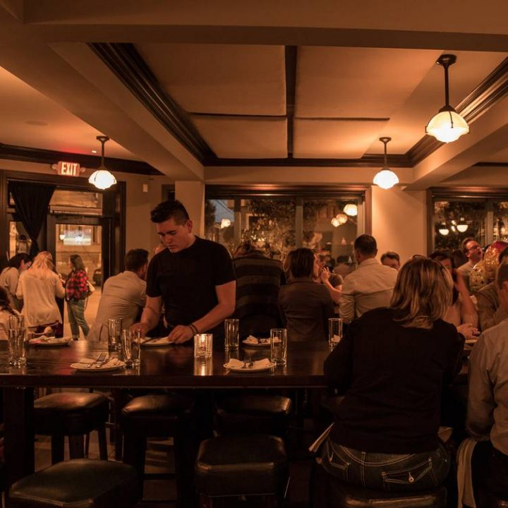Akhir Minggu Bersama Keluarga Dan Teman di Hog & Rock Bar